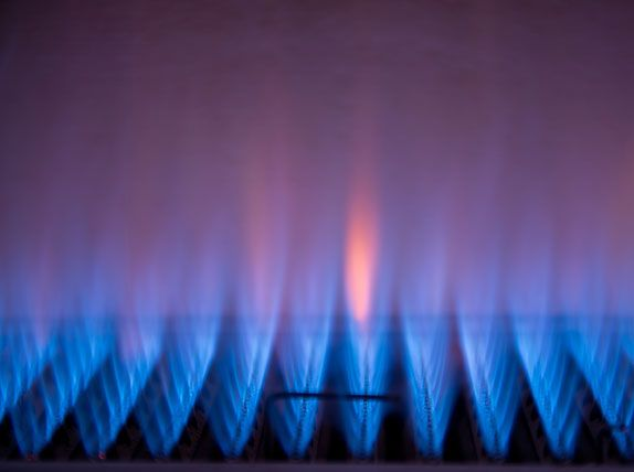 Blue gas flames from heating unit